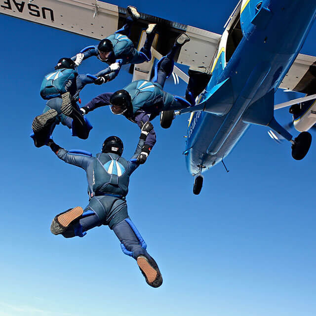 Wings of Blue members jumping out of plane